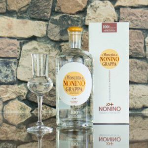 Eine Flasche Grappa il Moscato Nonino - im La Perla Originale Shop